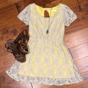 Lace dress with keyhole back